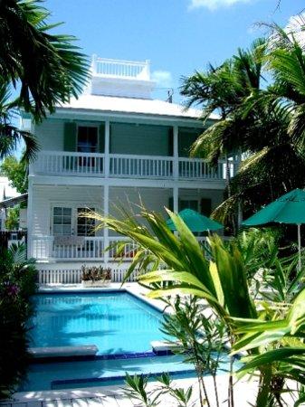 Bahama Gardens: Main House / Pool, Jacuzzi, Sundeck