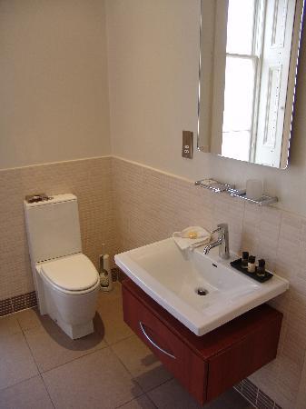 """The Salisbury Hotel: bathroom of """"Salisbury"""" room"""