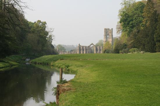 Church Gate Farm: Fountains Abbey (not far away)