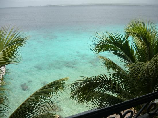 Bellafonte Luxury Oceanfront Hotel: View from our balcony