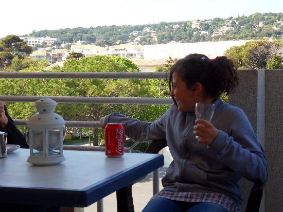 Hotel Venezia: petite cliente sur terrasse de chambre