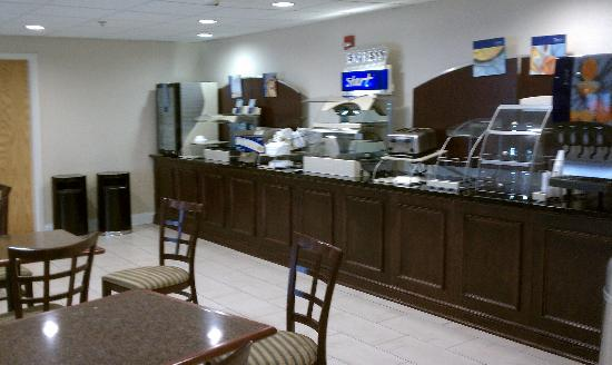 Holiday Inn Express Wilkes Barre East: Breaskfast area