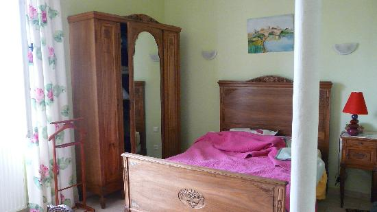 Chatillon en Bazois, France : The Green Room