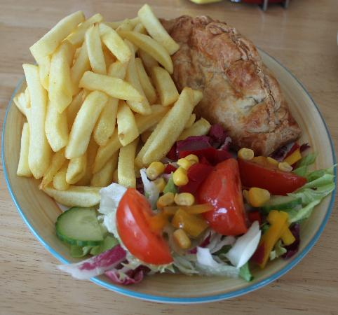 Cafe Creme: lunch pasty and chips