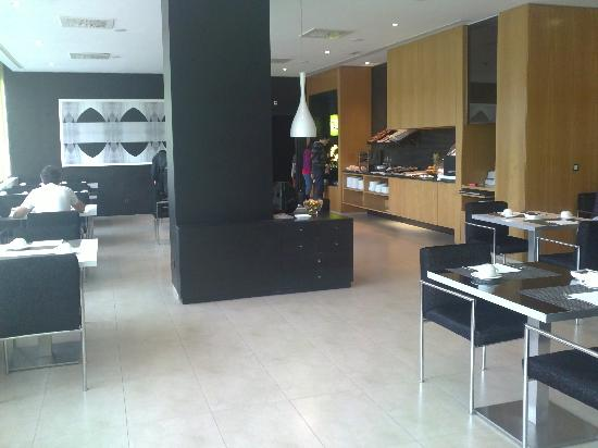 AC Hotel Zizur Mayor: Desayuno buffet