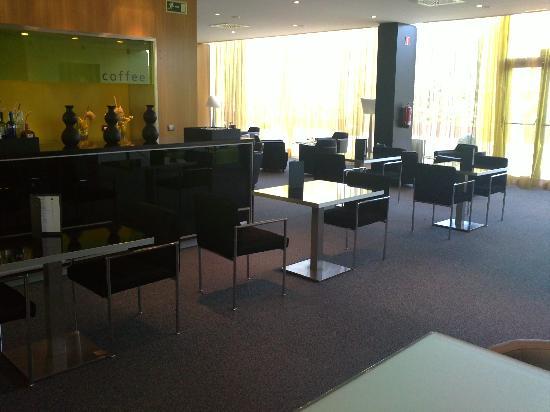 AC Hotel Zizur Mayor: Salón cafetería