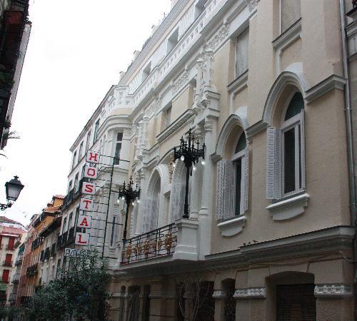 Hostal Pizarro: Reabilitación de fachada modernista.