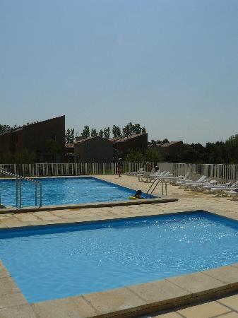 Saint Saturnin les Avignon, France: piscine chauffée + pataugeoir non chauffée