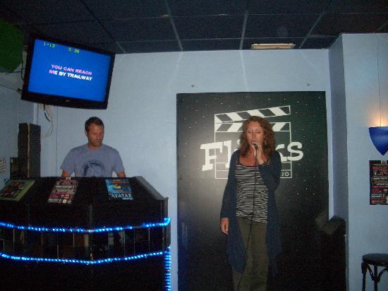 Flicks Bar: Karaoke