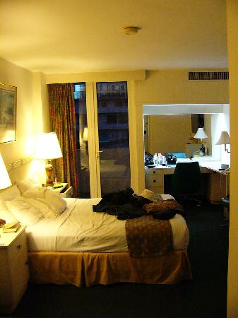 The Executive Hotel: Our second stay bedroom