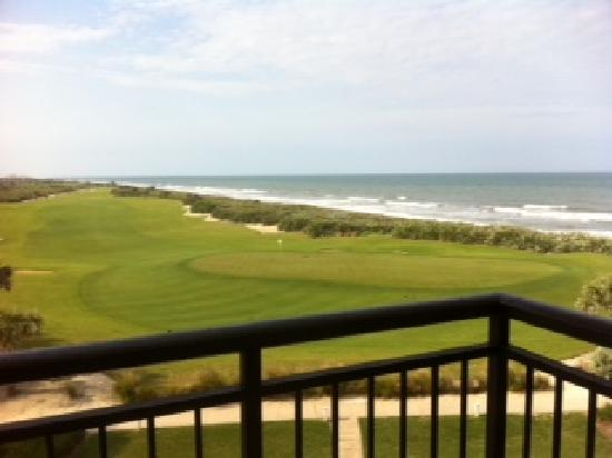 The Lodge at Hammock Beach: View of 18th green from Balcony