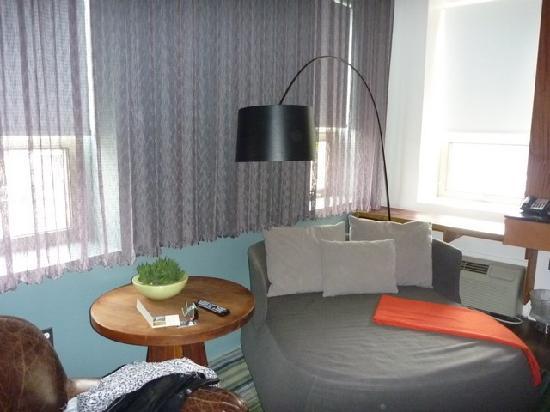 Drake Hotel Toronto: Daybed/sofa