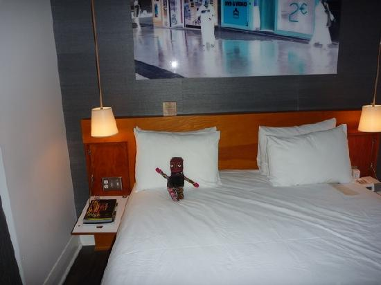 Drake Hotel Toronto: Bed with S&M doll