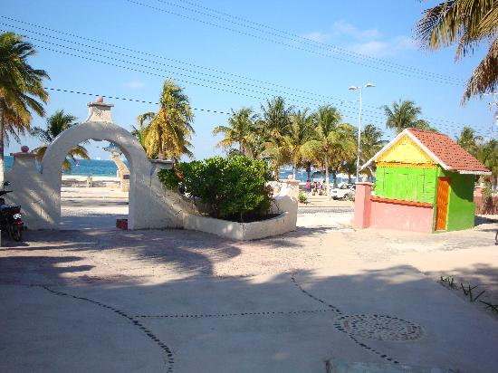 Hotel Posada Del Mar: exit to the beach