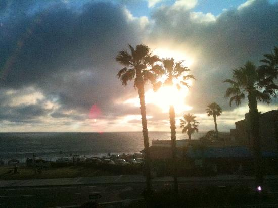 BEST WESTERN PLUS Beach View Lodge: Sunset from the patio balcony