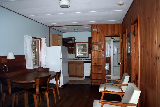 Pilgrim Village Cottages: Interior