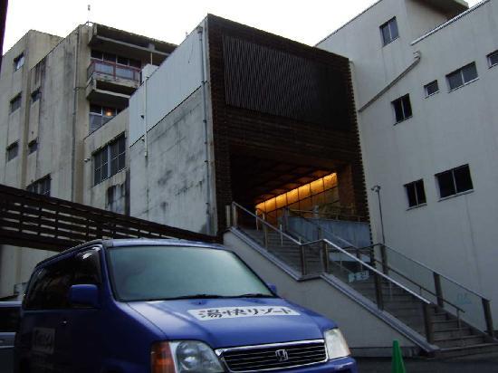 Gero, Japon : 入り口は2階です。外観は古いです