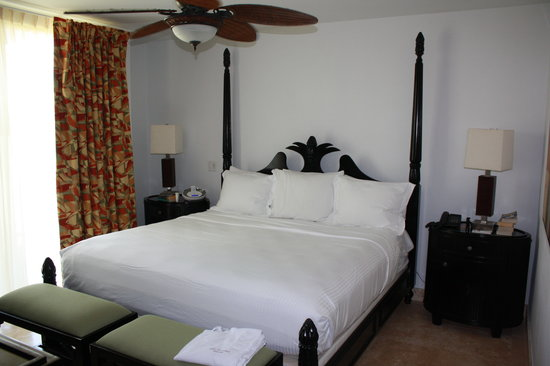 Las Terrazas Resort: Bedroom in patio suite