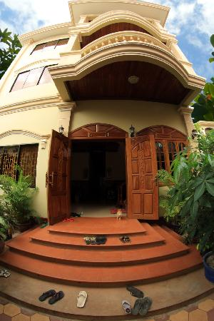 Happy Guest House: Entrance