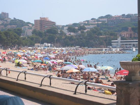 Hotel Plaza: Beach 2 minutes away