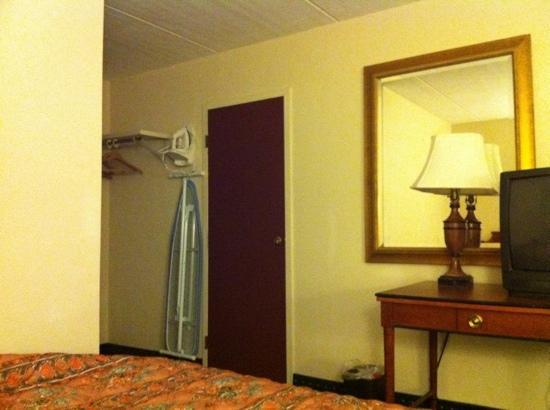 Americas Best Value Inn: single room 2