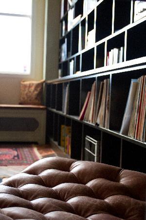 Kex Hostel: library