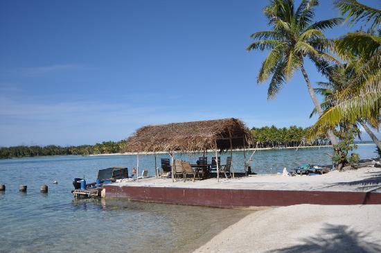 Blue Heaven Island lodge : The dock