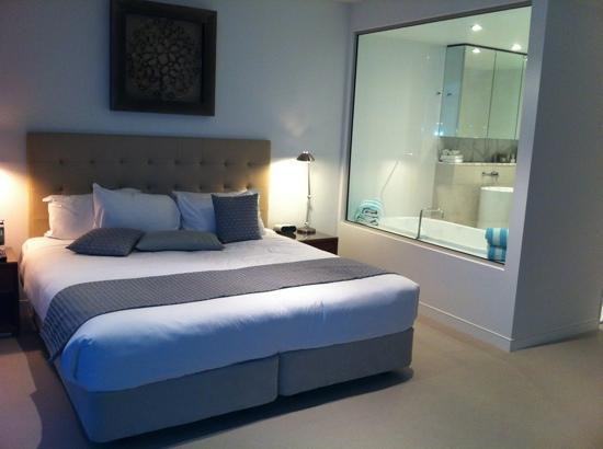 Reef View Hotel: master bedroom with classy ensuite!