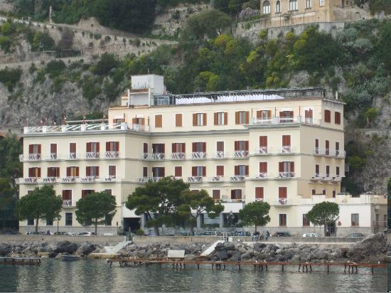 Hotel la Bussola: La Bussola from the water