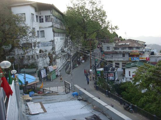 Hotel Silver Rock: The Mall Road as seen from hotel
