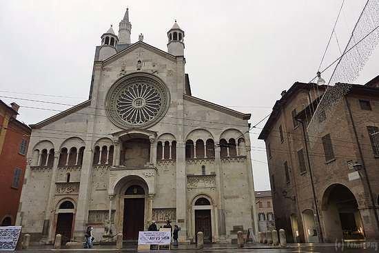 Modena, Italy: モデナ大聖堂のファサード