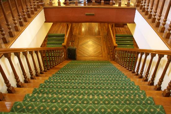 The Oberoi Cecil, Shimla : Staircases to various levels