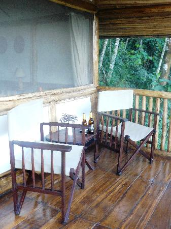 Buhoma Lodge: Enjoy a Nile Special on the deck