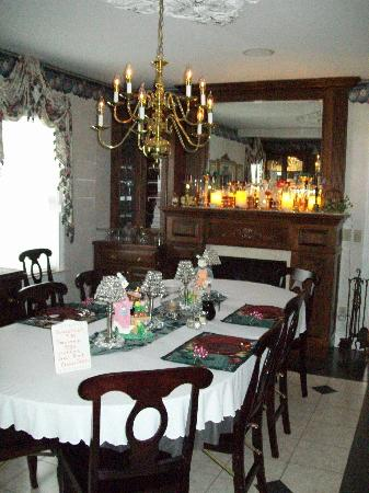 Prairieside Suites: Beautiful dining room!