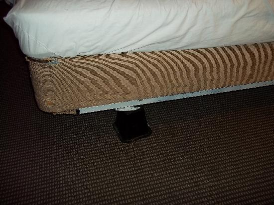Winthrop Motel: mattress broken down frame propped up