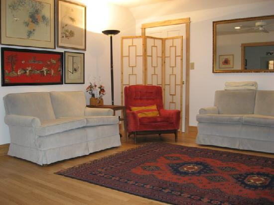 Heron's View Bed and Breakfast: Another view of B and B living room