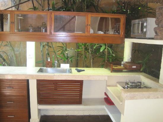 The Villas Bali Hotel & Spa: Kitchen