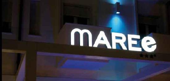 Maree Hotel: facciata di notte