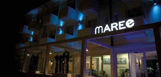 MAREE HOTEL: Facciata notte