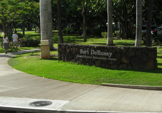 Fort DeRussy Beach Park