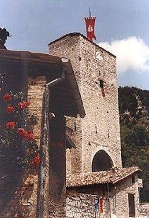 Gubbio, Itália: Museo Torre di Porta Romana da via Cavarello