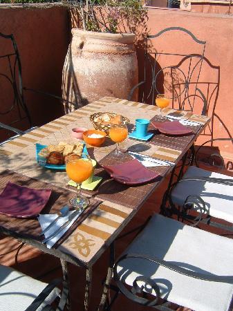 Riad Dar Zinnia : Petit déj sur la terrasse
