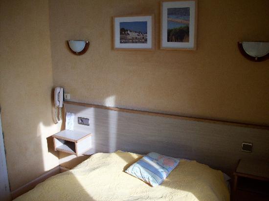 Hotel De Bretagne: Chambre avec vue sur le port