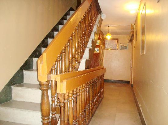 Hotel JH Bazaz (Happy Cottage): carridoor