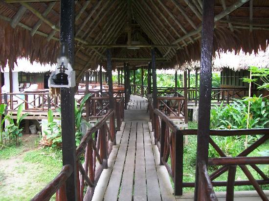 Heliconia Amazon River Lodge: Walkway