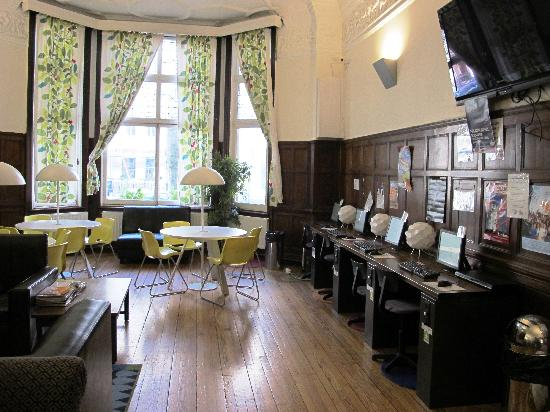 Astor Hyde Park Hostel: The Lounge 2