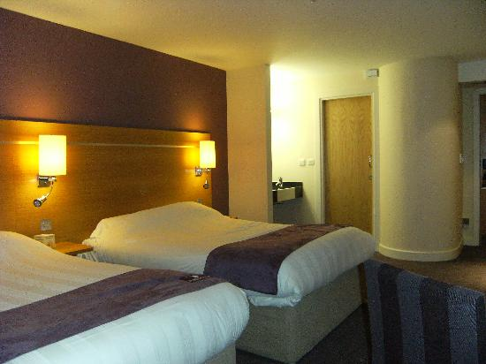 Premier Inn Manchester Airport (M56/J6) Runger Lane South: twin room