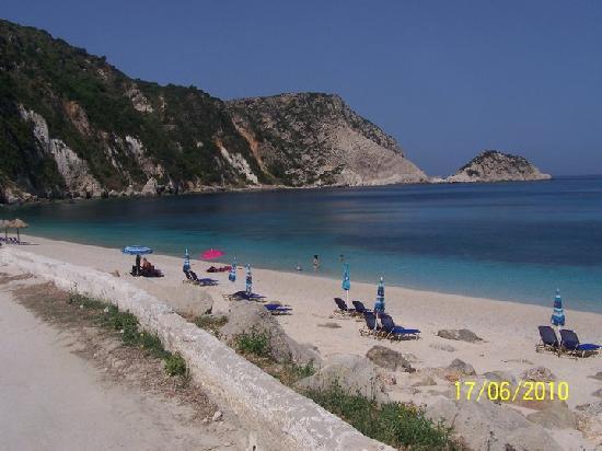 Lixouri, Grécia: sunbathing chairs