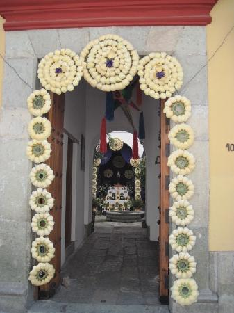 Bed & Breakfast at the Oaxaca Learning Center: Easter doorway in old town Oaxaca