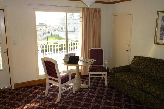 Avondale by the Sea: King Suite Sitting Room